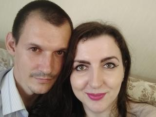 MolyD - online chat sexy with this average body Girl and boy couple