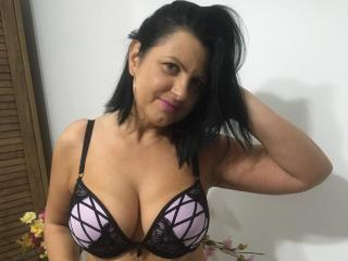 KendraSecrets - Webcam live nude with this brunet mother