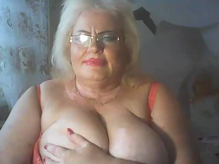 LoriKiss - Cam hot with this shaved private part MILF